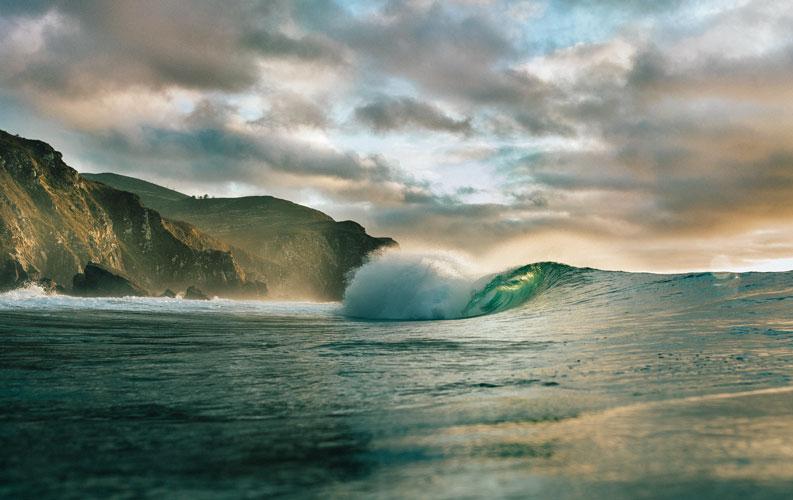 Más de 150 escuelas se reúnen con la Federación Española de Surfing para discernir su futuro a través de un protocolo de actuación