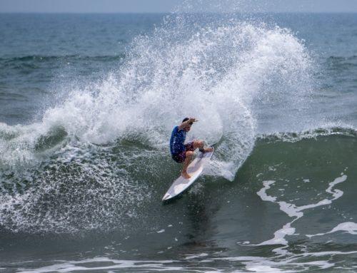 Entrenamiento de competición internacional en las olas donde se disputará el Mundial ISA de El Salvador
