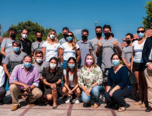La Embajada española en El Salvador recibe al equipo nacional absoluto de surf